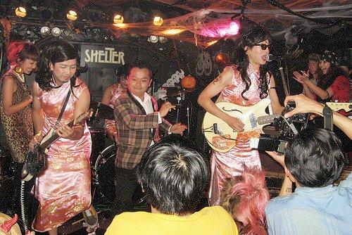 Un groupe donnant un concert au Shelter de Shimokitazawa.