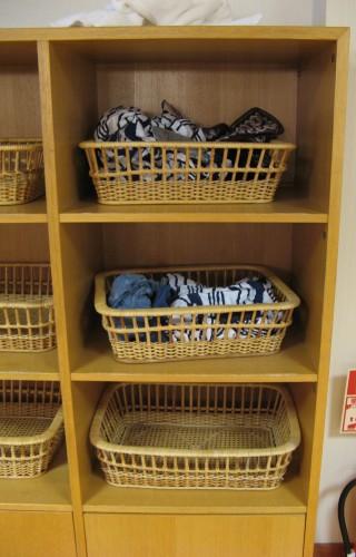 Le stockage des vêtements peut paraître risqué, mais pas dans un pays au très faible taux de délinquance comme le Japon. De toute manière, dans un sento moderne, vous trouverez des casiers à la place de ces paniers.