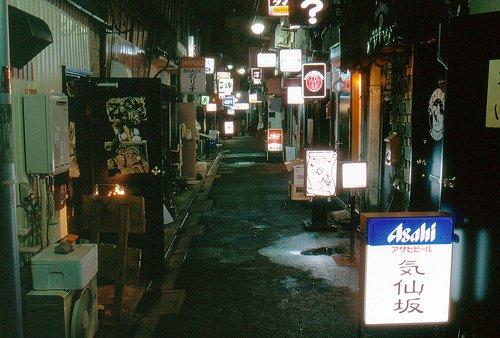 Une des rues les plus large du Golden Gai.