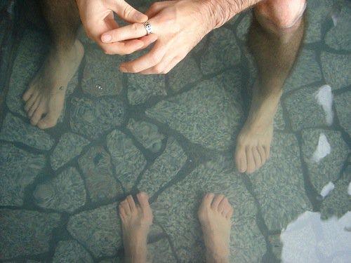 Ne se baigner que les pieds est une option.