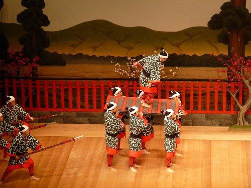 Certaines parties du Kabuki sont assez acrobatiques.