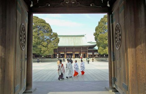 Priests and Maidens in the Meij Jingu